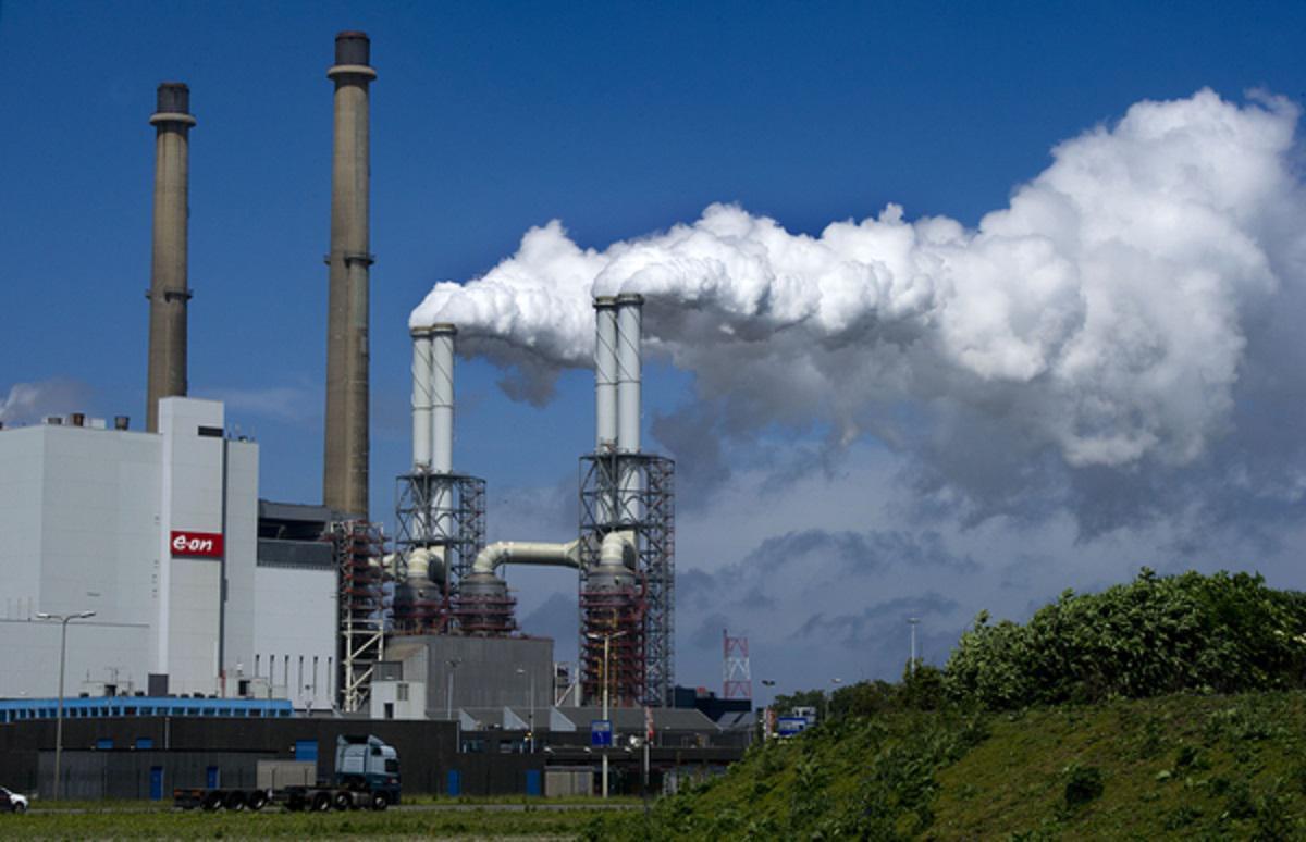 De uitstoot van CO2 in de haven blijkt de afgelopen tien jaar flink gegroeid.