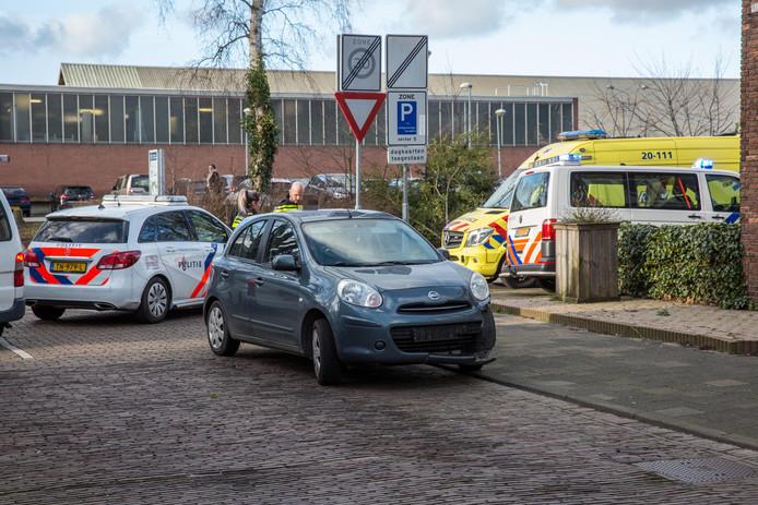 Motorrijder glijdt meters over wegdek na botsing in Roosendaal