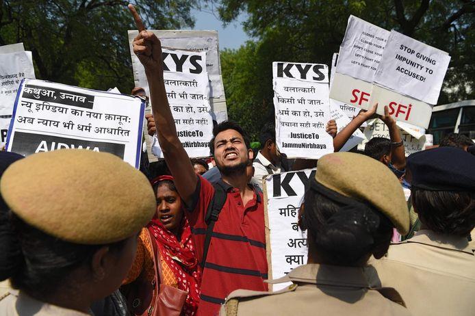 Zwaar protest tegen politicus Kuldeep Singh Sengar.