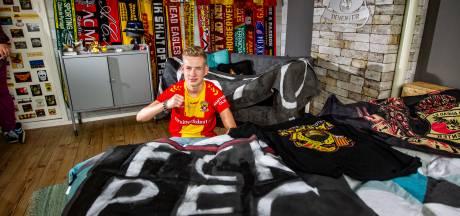 GA Eagles-fan Tristan (15) glipt klas uit om uit-kaart tegen RKC veilig te stellen
