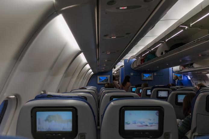 Het interieur van een vliegtuig van KLM. Foto ter illustratie.