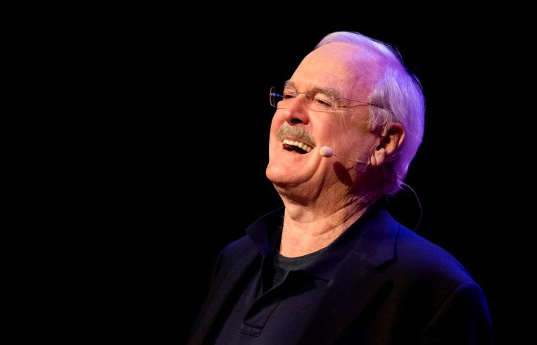 John Cleese tijdens de voorstelling The Last Time To See Me Before I Die.