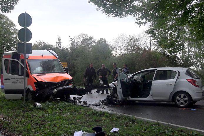 Bij een ongeval op de weg tussen Emmerich en Kleve overleed gisteren een baby.