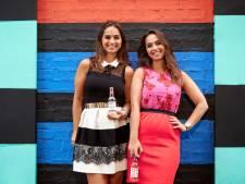Bijna niemand kent ze, maar deze tweelingzussen verkopen miljoenen flessen frisdrank