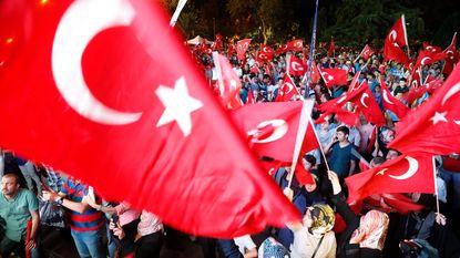 Nog eens bijna 4.000 Turkse ambtenaren op straat gezet na coup