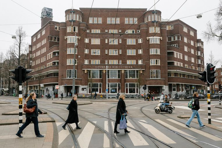 'Het Nieuwe Huis' aan het Roelof Hartplein, de bakermat van de Amsterdamse wooncoöperatie Samenwerking in Zuid.  Beeld Marc Driessen
