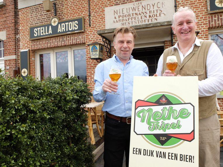 Johan Claes en Luc Van Den Eynde stellen hun nieuwe bier, de Nethetripel, voor.