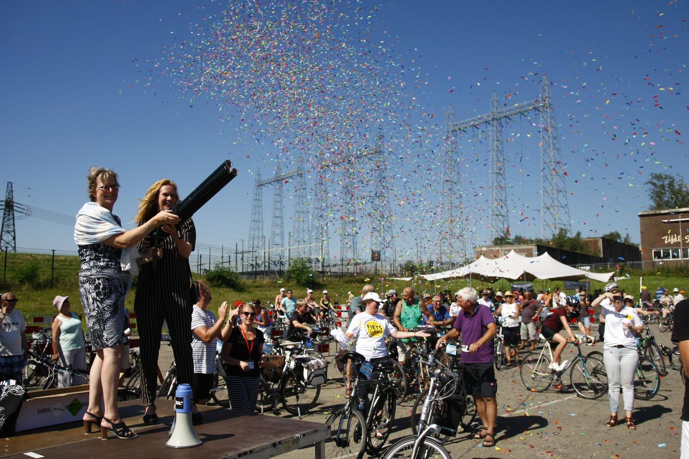 De start van de Nijmeegse Fiets4daagse bij de Vasim in Nijmegen.