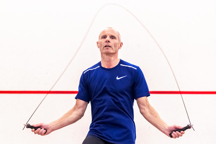 Rob Rijk traint voor het werelduur record touw springen.
