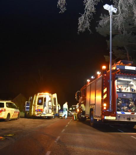 Lesauto en personenauto botsen in Overasselt: instructeur raakt bekneld