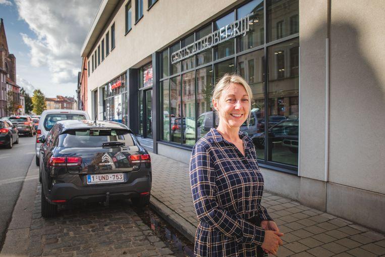 Inge De Wit van het Gents Autobedrijf in de Doornzelestraat.