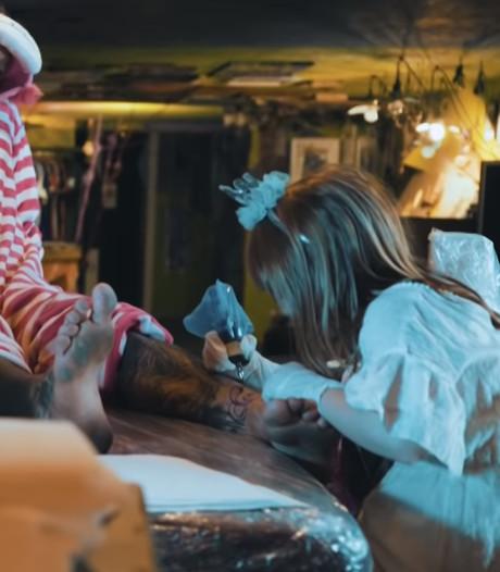 La plus jeune tatoueuse du monde a neuf ans