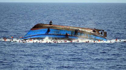 Meer dan honderd vermisten voor Libische kust na schipbreuk