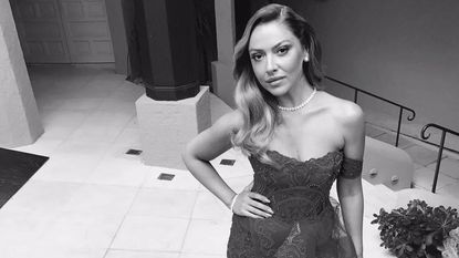 Hadise verdient fortuinen met Instagram, en daar is de Turkse overheid niet blij mee