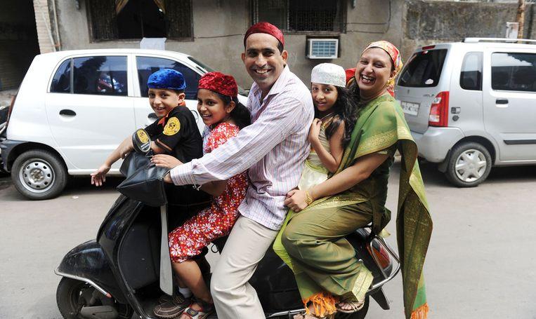 Een Zoroastrische familie tijdens Nowruz in India. Beeld null