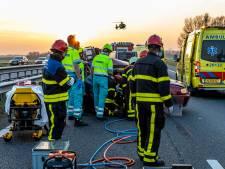 A59 tot 23 uur dicht tussen Waalwijk en Hooipolder, vier gewonden bij twee ongelukken