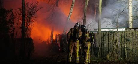 Chalets verwoest door grote brand op camping in Olst