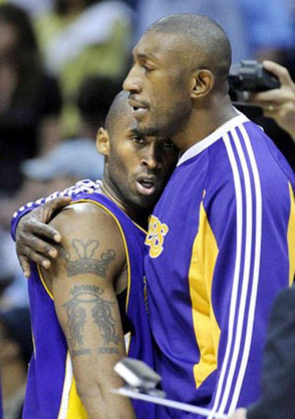 Bryant en Didier Mbenga bij de Lakers.