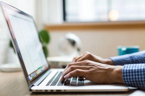 De gemeente Deerlijk investeert 26.300 euro voor de aankoop van laptops voor de raadsleden.