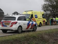Motorrijles in Holten loopt verkeerd af: bestuurder komt in sloot terecht en raakt gewond