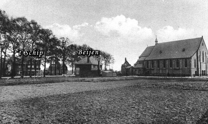 In café Beijen en hotel 't Schip waren Duitse soldaten ingekwartied. Rechts de Theresiakerk.