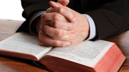 """Priesters klappen uit de biecht: """"Verhalen over ontrouw horen wij het vaakst"""""""