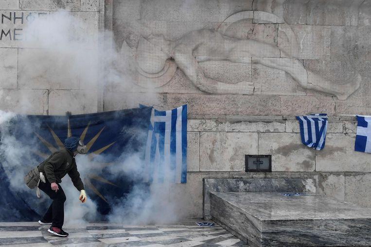 Demonstranten raakten slaags met de politie tijdens de demonstratie op zondag. Volgens een verklaring van de Griekse regering zaten aanhangers van extreemrechts achter de ongeregeldheden die plaatsvonden.  Beeld AFP