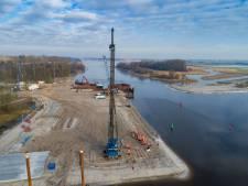 Rijkswaterstaat test 'Lego-viaduct' bij Kampen