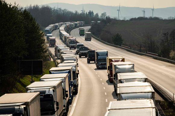 Beeld van een gigantische file vorige week donderdag in Duitsland voor de grens met Polen.