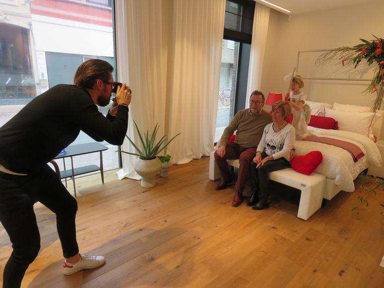 Marc Decaestecker, Christiane Lisabeth en Cupido voor de lens van Frederik Degryse.