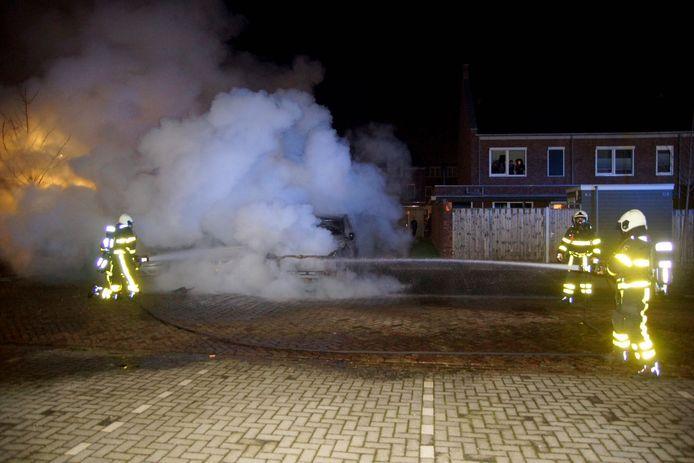 Dodge Ram gaat in vlammen op Kaatsheuvel.