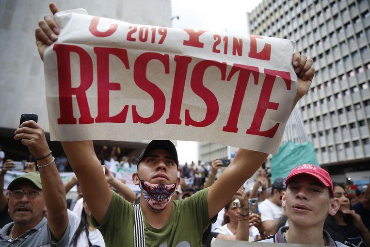 Van Cali tot Medelin en Bogota gingen duizenden mensen de straat op om te protesten tegen het regeringsbeleid.  Beeld EPA
