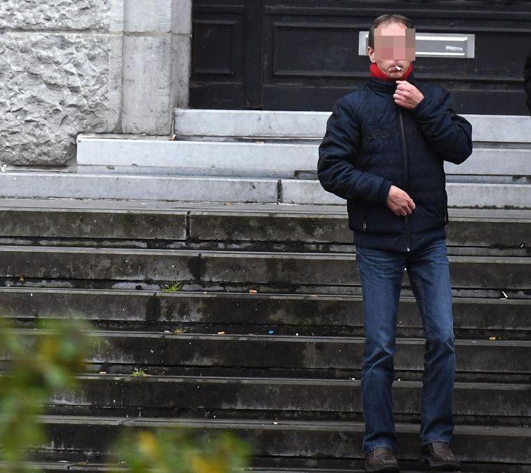 Dirk S. buiten aan de rechtbank.