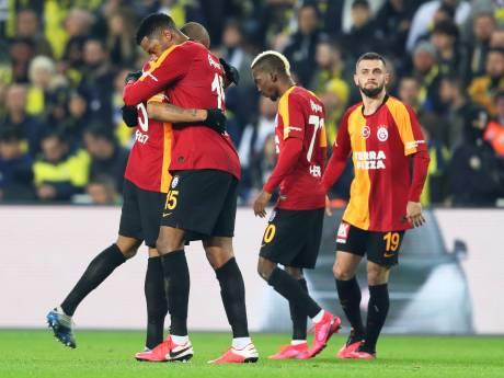Bredanaar Bayram geeft aan en Donk scoort voor Galatasaray in gewonnen derby bij Fenerbahçe