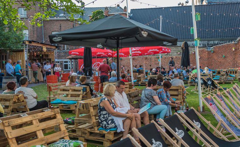 De pop-up zomerbar Santeboetiek in de tuin van het gemeentehuis was de voorbije zomer een succes.