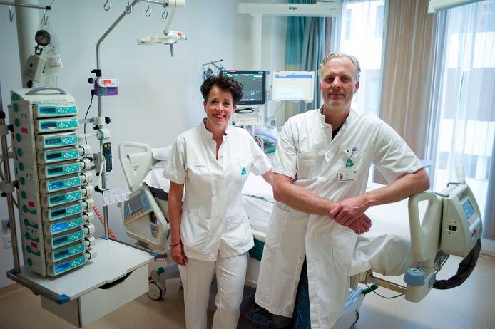 Ic-verpleegkundige Andrea Schot en intensivist Ronald Trof.
