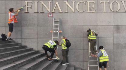 Extinction Rebellion verwijdert letters 'Finance' van Financietoren