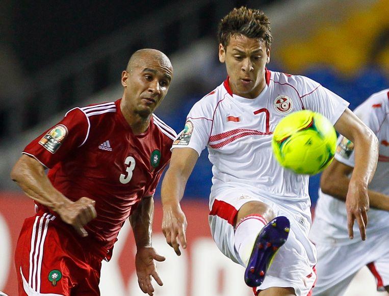 Youssef Msakni (rechts) in actie tegen Marokko.