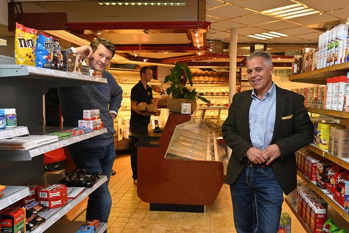 Bedrijfsleider Bruno Lendering (links), manager Eric Tonn (rechts) en achterin bakker Jarno Kosman.