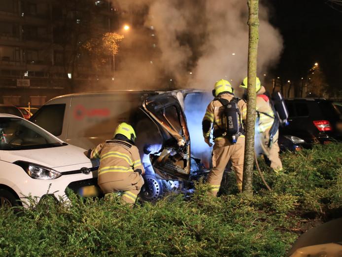 De brandweer heeft in de nacht van zaterdag op zondag een brand in een bedrijfswagen geblust aan de Mariëndaal in Ede.