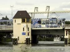 Noodverlichting Hoornbrug houdt bewoners uit hun slaap
