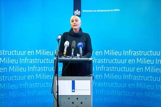 Staatssecretaris Wilma Mansveld van Infrastructuur en Milieu kondigde haar aftreden aan na de presentatie van het rapport van de parlementaire enquêtecommissie Fyra.
