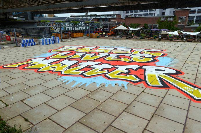 Het kunstwerk is deze week gemaakt op initiatief van het Eindhovense EMOVES.