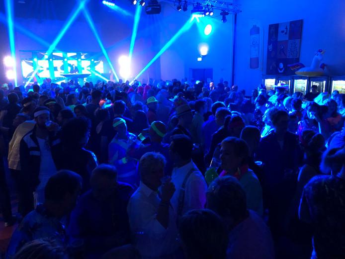 Bijna 600 man trekt de Foute Party in Steenbergen.