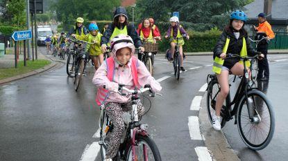 Gebo neemt de fiets naar Planckendael