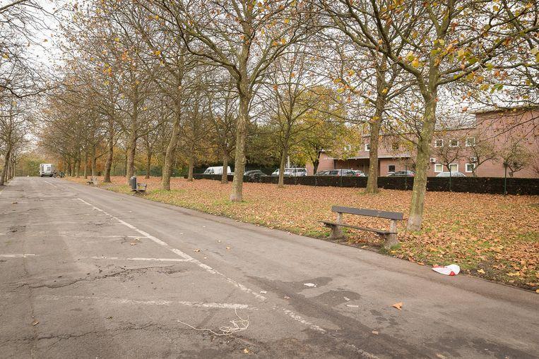De parking aan de Vredekaai, achter het politiekantoor, waar de drugsdealer naar eigen zeggen afsprak met zijn Nederlandse leverancier .