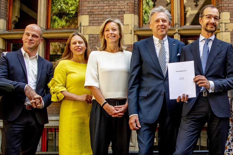 Diederik Samsom, Carola Schouten, Kajsa Ollongren, Ed Nijpels en Eric Wiebes tijdens de presentatie van het Klimaatakkoord. Beeld ANP
