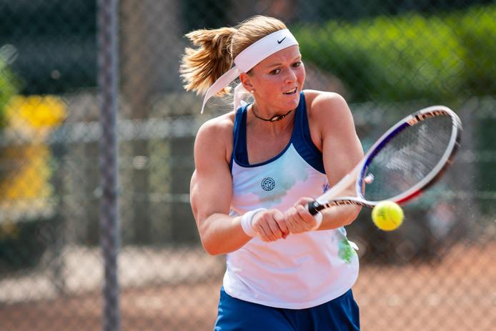 Claire Verwerda won in een bloedstollende finale met 4-6, 6-2 en 6-3 van de als eerste geplaatste Sarah de Boer. In de pittige eindstrijd hadden beide speelsters felle confrontaties over twijfelachtige ballen.