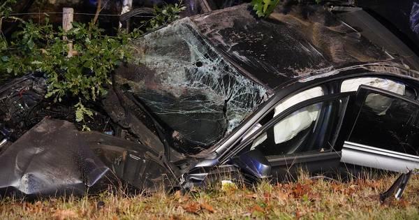 Automobilist naar ziekenhuis na ernstig ongeluk op Bredaseweg in Baarle-Nassau, weg afgesloten.