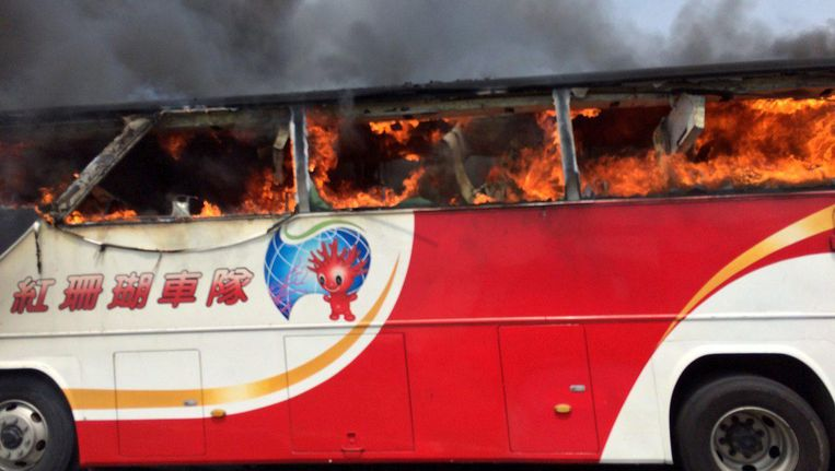 26 Chinezen zijn om het leven gekomen bij een brand in een bus in Taiwan. Beeld EPA